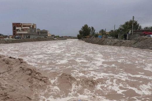 ببینید   بارش تگرگ و جاری شدن سیل در عنبرآباد کرمان
