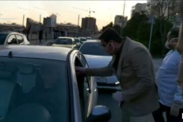 ببینید | ستارههای پرسپولیس و استقلال درحال ضدعفونی کردن خودروها و اهدای ماسک به مردم
