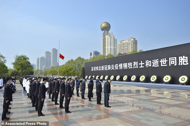 ادای احترام چینیها به قربانیان کرونا