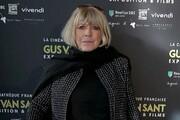 خواننده ۷۳ ساله به دلیل کرونا بستری شد