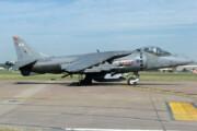 ببینید | لحظه جالب فرود عمودی جنگنده Harrier با چرخ جلو بسته!