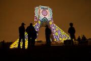 ببینید | نورافشانی و ویدئومپینگ روی برج آزادی در شب نیمه شعبان