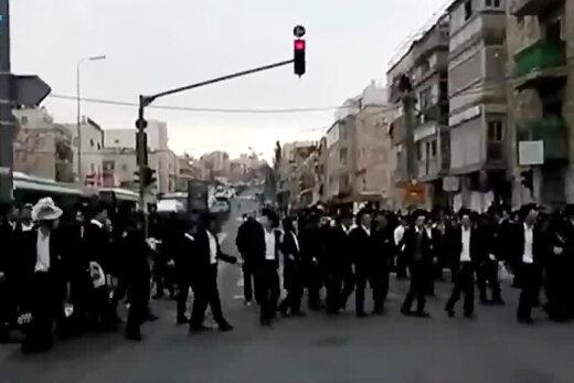 ببینید | حمله پلیس رژیم صهیونیستی به یهودیان افراطی که قرنطینه را نادیده می گیرند