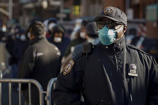 ببینید | حمله شهروند آمریکایی معترض به قرنطینه به پلیس نیویورک