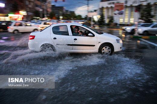 از تردد در کنار رودخانه ها پرهیز کنید/ سدها آماده کنترل سیلاب هستند