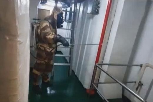 ببینید   ضد عفونی کردن ناوشکن تمام ایرانی سهند توسط سربازان نیروی دریایی ارتش