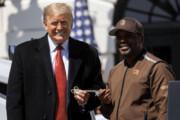 تصاویر | دونالد ترامپ کامیونها را در کاخ سفید به خط کرد!