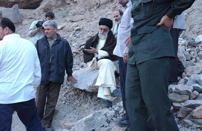 تصویر کمتر دیده شده از کوهپیمایی رهبر انقلاب