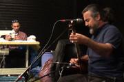 ببینید | نوازندگی و خوانندگی پرواز همای در کارگاه تولید ماسک تالار حافظ