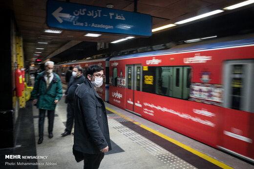 معمای اجرای فاصلهگذاری در مترو؛ خط تهران- کرج به شدت شلوغ است