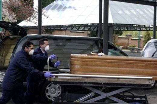 ببینید | دفن نکردن اجساد قربانیان کرونا در مادرید بخاطر نداشتن تجهیزات حفاظتی