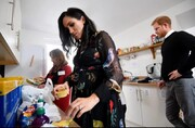 ببینید| شاهزاده هری و مگان به مردم غذا می دهند