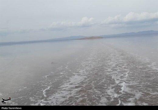 تصاویر خیره کننده از ایجاد دریاچه طبیعی در دل کویر ایران
