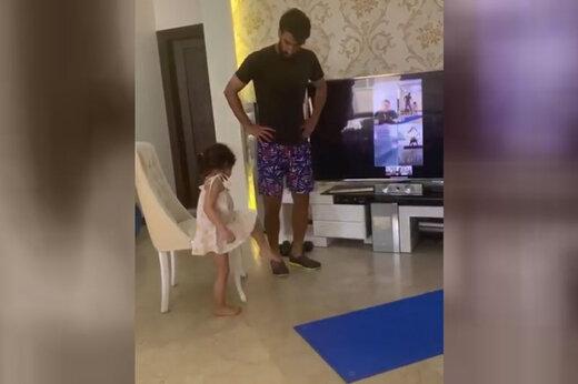 ببینید | جدیدترین بازیکن تمرینات مجازی نساجی پس از بهتاش فریبا، این دختر کوچولوی زیبای دو ساله است!