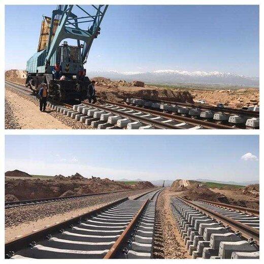 عملیات ریل گذاری راە آهن همدان بە سنندج آغاز شد