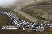 ترافیک سنگین در محور فیروزکوه/ بارش باران و برف در جادههای ۱۳ استان