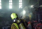 آتشسوزی گسترده سوله ۴۰۰۰ متری در جاده قدیم کرج/ تصاویر
