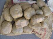 کشف ۲۹۵ کیلو تریاک از یک وانت پیکان در جاده سروستان-شیراز