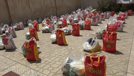 توزیع بیش از ۳ هزار دست پوشاک بین خانواده های آسیب دیده از کرونا در کاشان