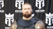 رکوردشکنی بازیگر «تاج و تخت» با وزنه ۵۰۰ کیلویی!