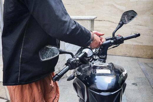 ببینید   تصاویر سرقت موتور گران قیمت در روز روشن در یک دقیقه!