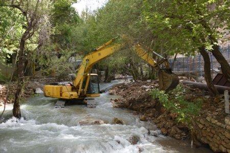 آزادسازی حریم رودخانه تنگه ی مهریان در یاسوج/تصاویر