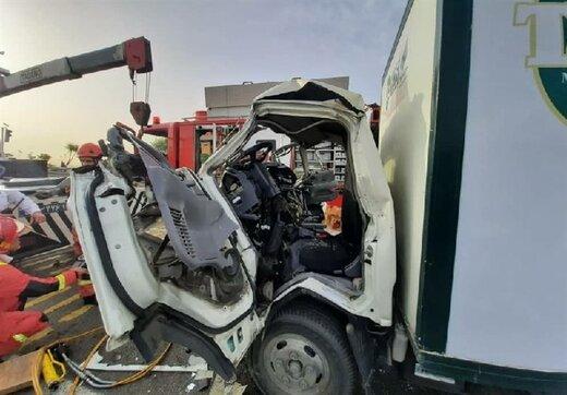 تصادف مرگبار کامیونت با مینیبوس در بزرگراه آزادگان/ تصاویر