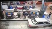ببینید   سرقت وسایل داخل ماشین در پمپ بنزین در یک چشم به هم زدن!
