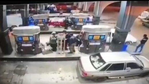 ببینید | سرقت وسایل داخل ماشین در پمپ بنزین در یک چشم به هم زدن!