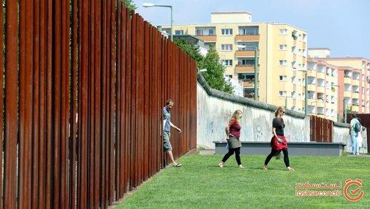 دیوار عجبیی که نسل ها را از هم جدا می کرد بالاخره کاملا تخریب شد!