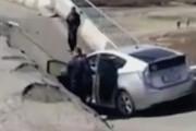 ببینید | لحظه فروریختن پل در منطقه Primorye روسیه و نجات معجزه آسای راننده