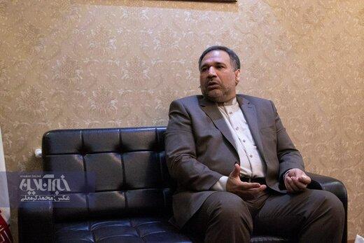 کنایههای معنادار وزیر احمدینژاد به سلبریتیها: حداکثر، روغنِ چراغ برخی سیاسیون هستید/در انتخابات بعدی احتیاط کنید