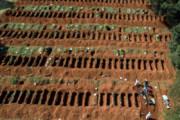 ببینید | آمادهسازی هزاران قبر برای پذیرایی از کروناییها
