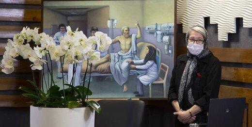 سقراط روی تخت بیمارستانی در ایران/ اثری هنری که به دکتر مینو محرز اهدا شد