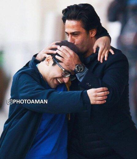 تصاویری احساسی از به آغوش کشیدن فرهاد مجیدی توسط توپجمع فقید استادیوم آزادی