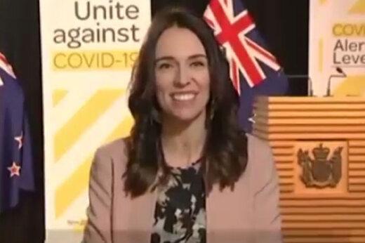 ببینید | خونسردی نخستوزیر نیوزیلند هنگام وقوع زلزله در برنامه زنده تلویزیونی