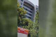 ببینید | اقدام یک مرد برای خودکشی در ساختمان وزارت کار،  تعاون و رفاه