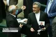 ببینید | عکسهای یادگاری با تصویر شهید سلیمانی در افتتاحیه مجلس یازدهم