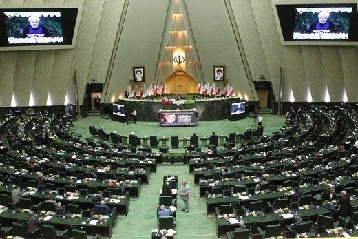 تصویری از سردار سلیمانی در صحن مجلس /مدعوین از تونل ضدعفونی رد شدند /منتخبان، دستکش و ماسک را کنار گذاشتند/حواشی مراسم افتتاحیه مجلس یازدهم