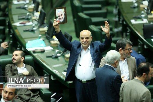 عکس های یادگاری با شهید سلیمانی در افتتاحیه مجلس یازدهم