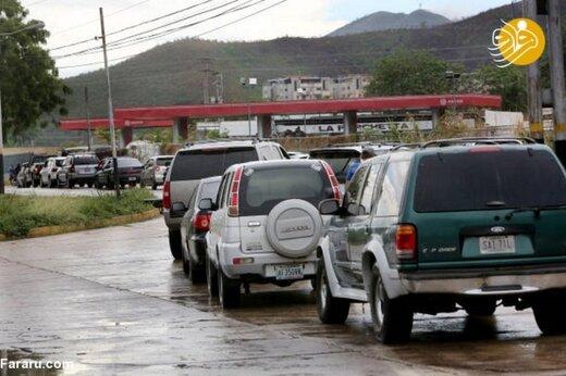 ببینید | حضور مردم ونزوئلا در پمپ بنزینها بعد از ورود نفتکشهای ایرانی
