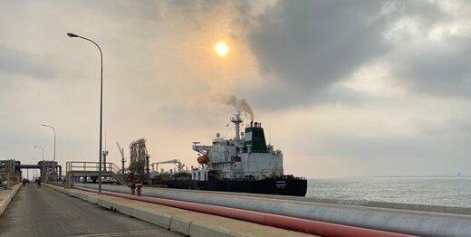 پیام وزیر دفاع ونزوئلا همزمان با ورود نفتکشهای ایرانی به این کشور
