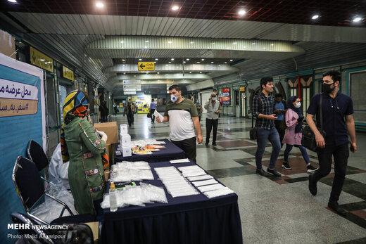 توزیع ماسک در متروی تهران