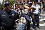 ببینید | تصاویر ضرب و شتم معترضان بدست پلیس آمریکا در بروکلین