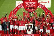 ببینید | لحظه بالا بردن جام قهرمانی پرسپولیس در لیگ برتر توسط سید جلال حسینی