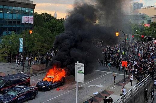شلیک پلیس به خبرنگار آمریکایی حین پوشش اعتراضات/عکس
