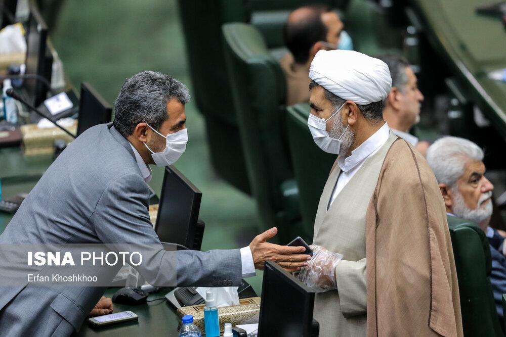 ببینید | عدم رعایت فاصله گذاری اجتماعی در جلسه علنی مجلس