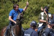 ببینید | رئیس جمهور برزیل سوار بر اسب در جمع معترضان