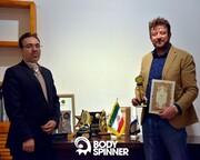 """بادی اسپینر؛ جایزه """"کارآفرین برتر سال ۱۳۹۸"""" را از آن خود کرد"""