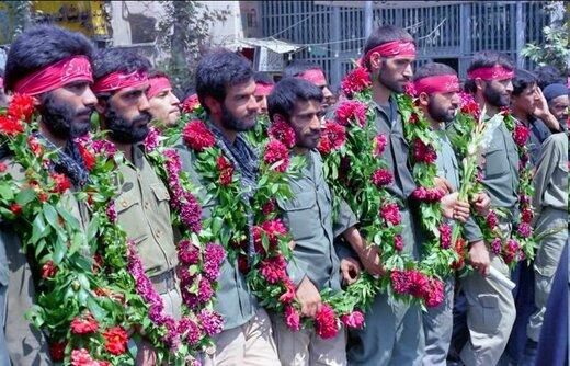 عکس | استقبال گرم مردم از سردار علی فضلی و همرزمانش، ۳۵ سال پیش